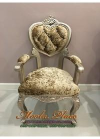 เก้าอี้ขาสิงห์หลุยส์ ทรงหัวใจมีท้าวแขน ไม้สัก ทำสีบอร์น แกะลายสวยงาม บุผ้ากำมะหยี่ สามารถเลือกเปลี่ยนสีผ้าได้