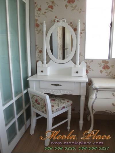 โต๊ะเครื่องแป้งสไตล์วินเทจ ตัวโต๊ะแกะสลักลายกุหลาบ ตัวกระจกแกะสลักรูปโบว์ พร้อมสตูลขากลึงพนักแอ่น