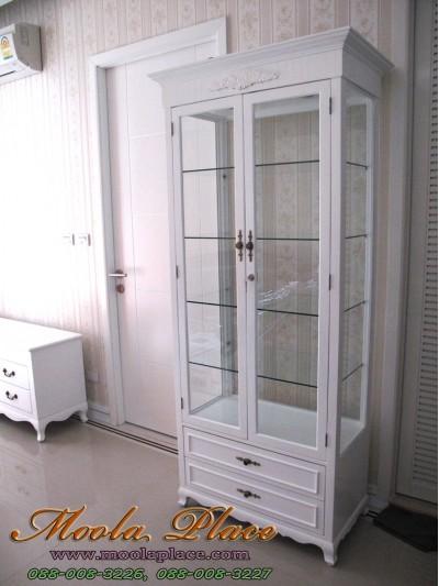 ตู้โชว์สไตล์วินเทจทรงสูงลายดอกไม้ สีขาว มีดาวน์ไลท์ ขนาด 80 x 40 x 190 ซม