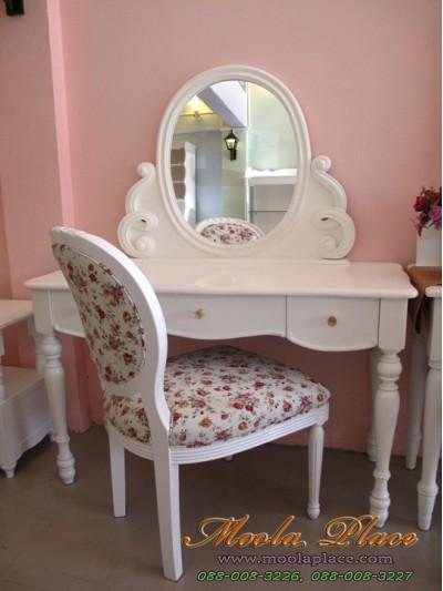 โต๊ะเครื่องแป้ง ขนาด 1.20 เมตร  ตัวกระจกแกะลายเกลียวสวยงาม พร้อมเก้าอี้หลังไข่แกะลายกุหลาบ