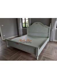 เตียงนอนขากลึงสไตล์วินเทจ แกะสลักลายสวยงามหัวเตียงและท้ายเตียง ขนาด 6 ฟุต