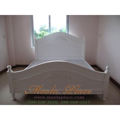 เตียงนอนสีขาว แกะสลักลายกุหลาบ หัวเตียงและท้ายเตียง ขนาด 6 ฟุต