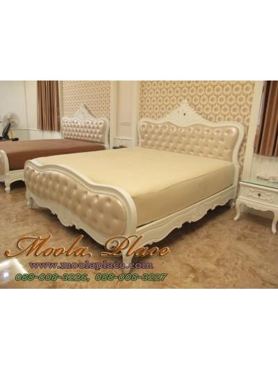 เตียงนอนหลุยส์ ไม้สักแกะสลัก ขนาด 6 ฟุต (ลูกค้าสามารถเลือกได้ว่าบุหรือไม่บุ และสามารถเปลี่ยนตัวผ้าหรือหนังได้)