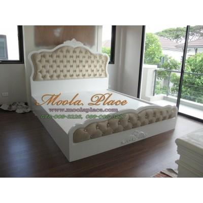เตียงนอน แกะสลักลายพร้อมบุกำมะหยี่หัวเตียงหัวและท้ายเตียง  ขนาด 6 ฟุต
