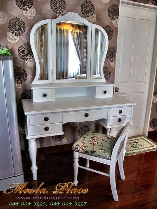 โต๊เครื่องแป้ง สีขาว