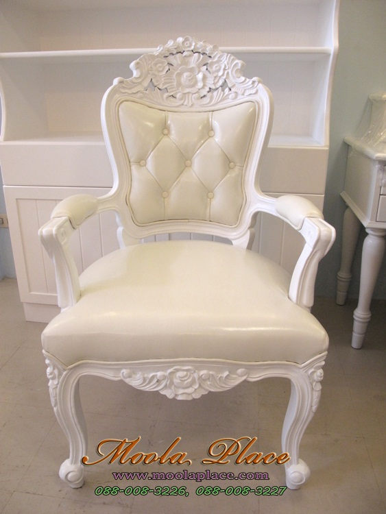 เก้าอี้สไตล์หลุยส์ แกะลายสวยงาม ลูกค้าสามารถเลือกเปลี่ยนผ้าหุ้มได้
