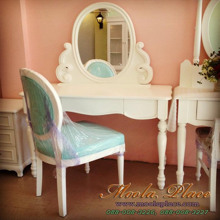 โต๊ะเครื่องแป้ง โต๊ะเครื่องแป้ง ขนาด 1.20 เมตร  ตัวกระจกแกะลายเกลียวสวยงาม พร้อมเก้าอี้หลังไข่แกลายกุหลาบ