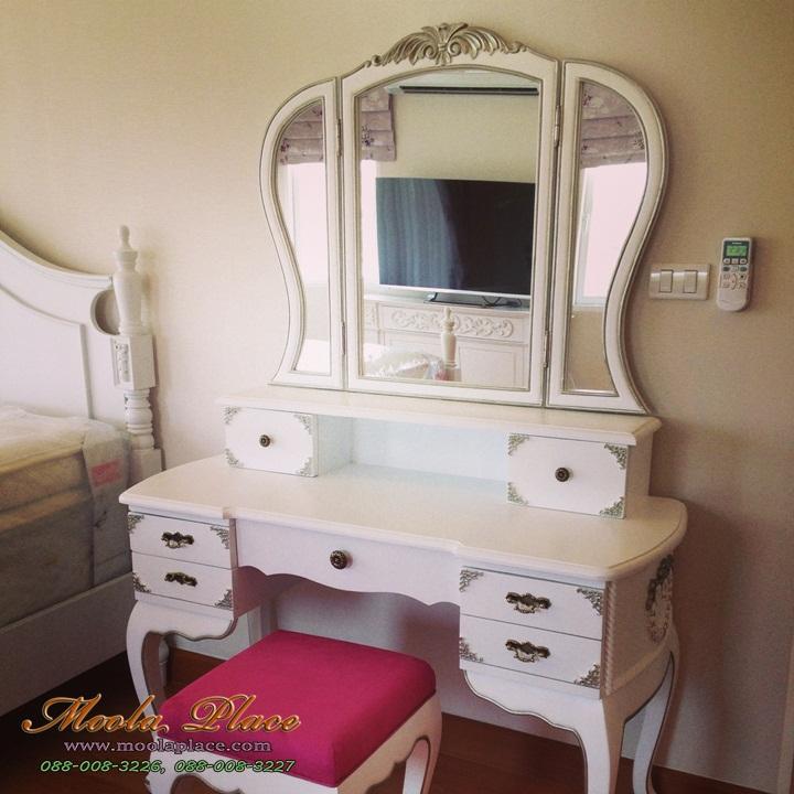 โต๊ะเครื่องแป้งสไตล์วินเทจ สีขาว แบบโต๊ะเครื่องแป้ง โต๊ะเครื่องแป้งสไตล์วินเทจ 8 ลิ้นชัก ขนาด 150 ซม. พร้อมสตูลพนักแอ่น