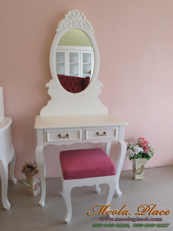 โต๊ะเครื่องแป้งสไตล์วินเทจ โต๊ะเครื่องแป้งสไตล์วินเทจ ขาสิงห์แกะสลักตัวโต๊ะและขาโต๊ะ พร้อมลงสีเงินลายแกะสลัก ขนาด 120 ซม. พร้อมสตูลขากลึง