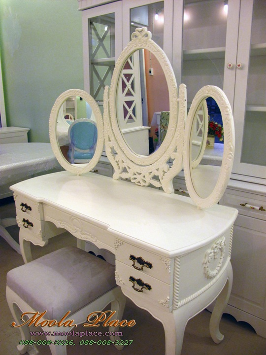โต๊ะเครื่องแป้งสีขาว, เฟอร์นิเจอร์วินเทจ, โต๊ะเครื่องแป้ง ขนาด 1.20 เมตร กระจกแกะลาย 3 บาน ด้านข้างและลิ้นชักโต๊ะแกะลาย พร้อมสตูลขาสิงห์