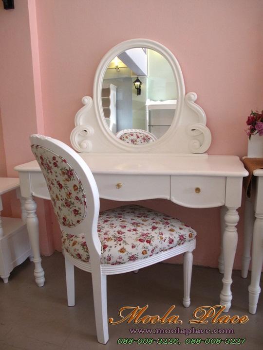 โต๊ะเครื่องแป้ง ขนาด 1.20 เมตร  ตัวกระจกแกะลายเกลียวสวยงาม พร้อมเก้าอี้หลังไข่แกลายกุหลาบ