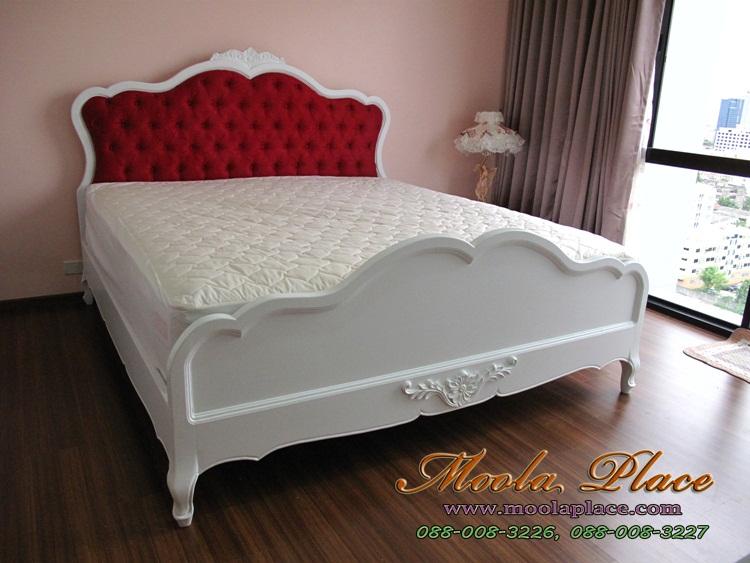 เตียงนอนมีเสาพร้อมคานใส่ม่านขนาด 6 ฟุต  เตียงนอนสไตล์วินเทจ แกะสลักลายหัวและท้ายเตียง พร้อมบุกำมะหยี่หัวเตียง ขนาด 6 ฟุต